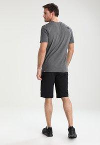 The North Face - SPEEDLIGHT SHORT - kurze Sporthose - black/black - 2