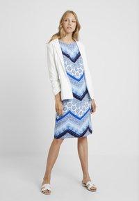 Wallis Tall - CHEVRON HOTFIX PINNY - Vapaa-ajan mekko - blue - 1