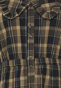 ONLY - ONLFIONA ABOVE CALF SHIRT DRESS - Shirt dress - chinchilla - 2