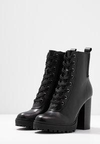 Steve Madden - LATCH - Kotníková obuv na vysokém podpatku - black - 4