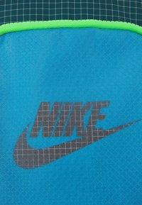 Nike Sportswear - HERITAGE UNISEX - Umhängetasche - laser blue/dark teal green/black - 3