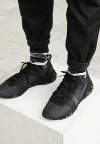 Nike Sportswear - REACT - Sneakers - black/dark grey - 8