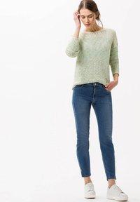 BRAX - STYLE SHAKIRA - Jeans Skinny Fit - blue (82) - 1