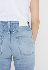 CLOSED - SKINNY PUSHER - Jeans Skinny Fit - mid blue - 4