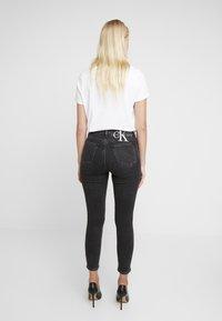 Calvin Klein Jeans - HIGH RISE - Skinny džíny - ca043 black - 2