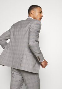 Isaac Dewhirst - CHECK 3 PIECES SUIT - Oblek - grey - 14