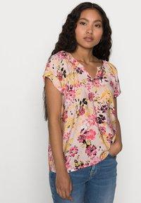 Vero Moda Petite - VMGIGI TOP PETITE - Print T-shirt - sepia rose - 3