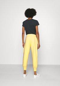Polo Ralph Lauren - SEASONAL - Pantaloni sportivi - bristol yellow - 2