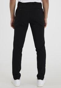 Casual Friday - PIHL SUIT PANTS - Suit trousers - black - 2