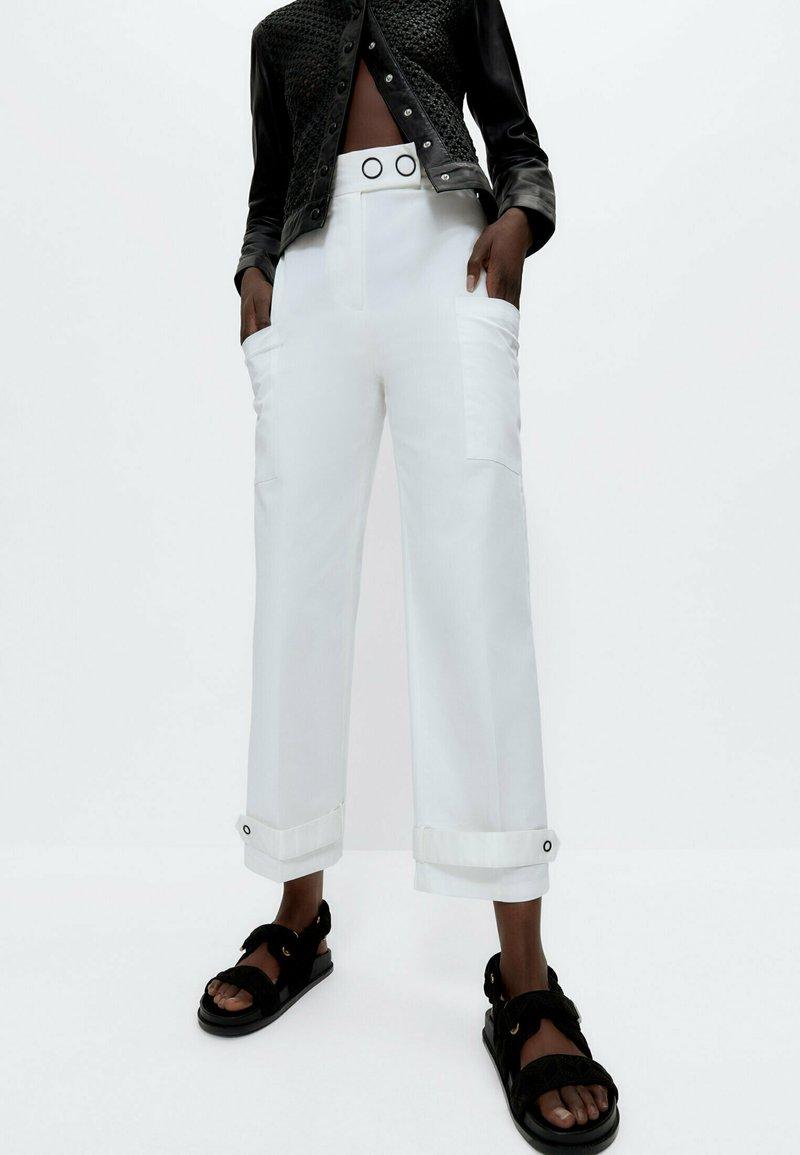 Uterqüe - Trousers - white