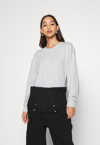 Long sleeved top