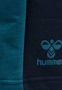 Hummel - ACTION - Sports shorts - dark sapphire/blue coral - 4
