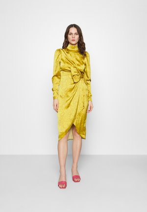 DRAPED BOW MIDI DRESS - Cocktailjurk - mustard