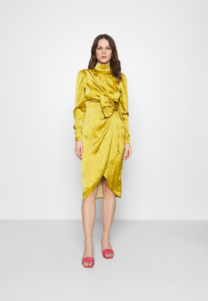 Who What Wear - DRAPED BOW MIDI DRESS - Cocktail dress / Party dress - mustard