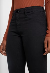 Cotton On - MID RISE - Jeans Skinny Fit - black - 4