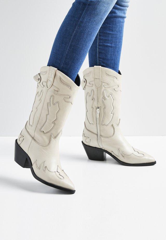 Kotníkové boty - blanco off