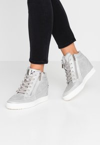 XTI - High-top trainers - ice - 0