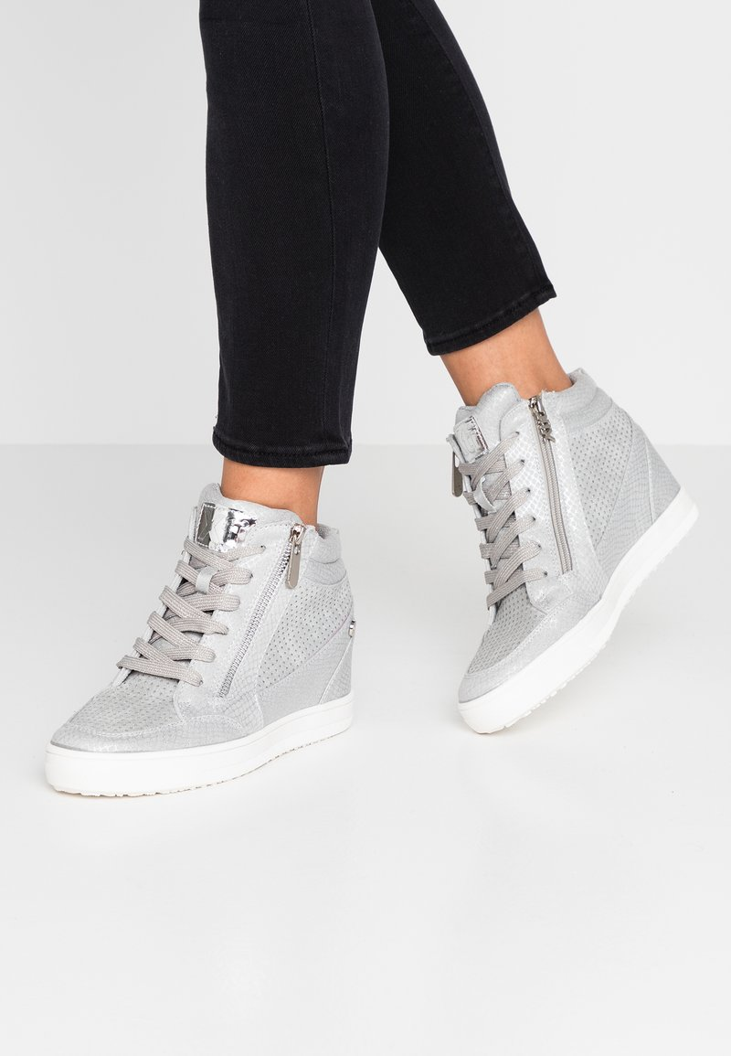 XTI - High-top trainers - ice