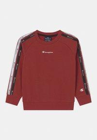 Champion - LEGACY AMERICAN CREWNECK UNISEX - Sweater - red - 0