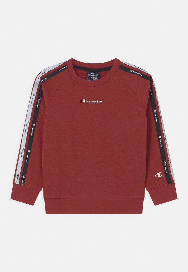 LEGACY AMERICAN CREWNECK UNISEX - Sweatshirt - red