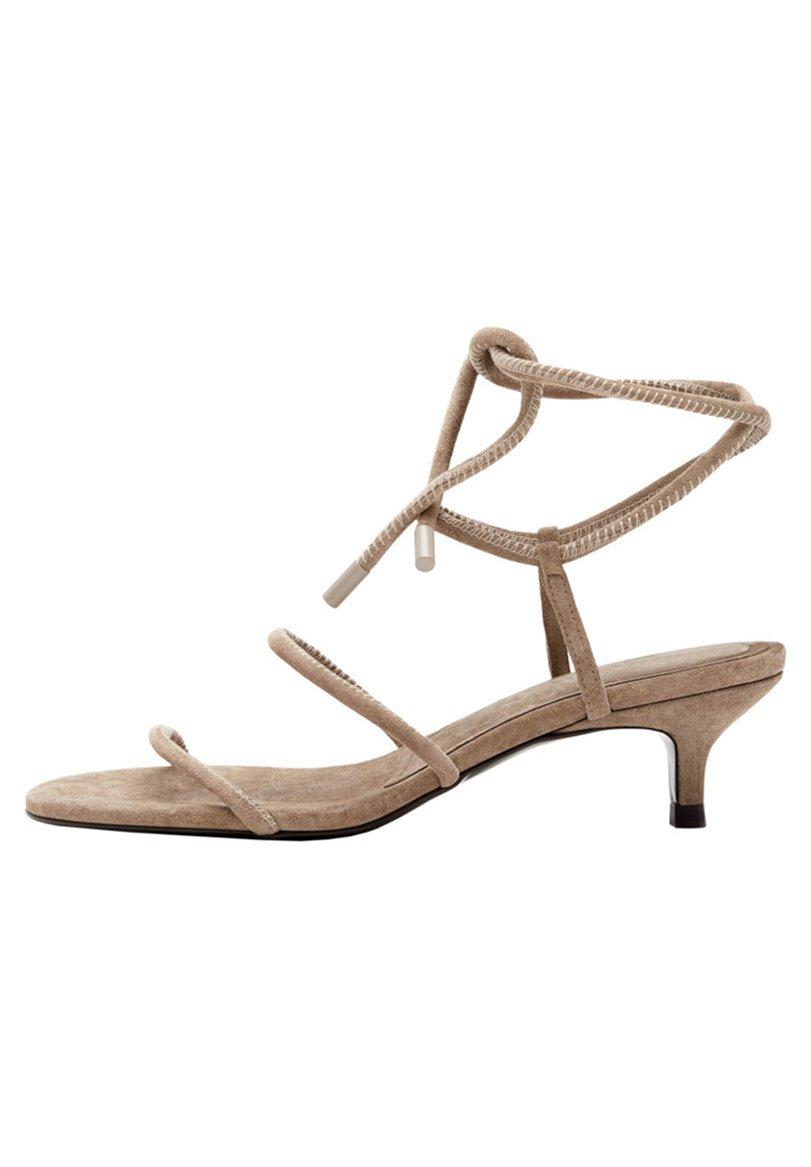 Women MIT HALBHOHEM ABSATZ UND SCHNÜRUNG AN DER FERSE - Sandals