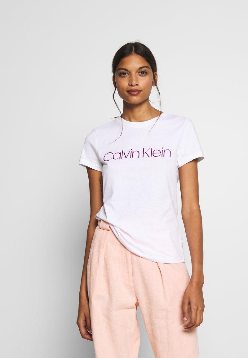Calvin Klein - SLIM FIT METALLIC LOGO TEE - Print T-shirt - off-white