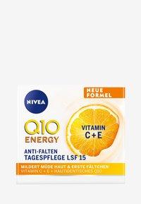 Nivea - Q10 ENERGY HEALTHY GLOW DAY CARE SPF 15 - Pielęgnacja na dzień - - - 2