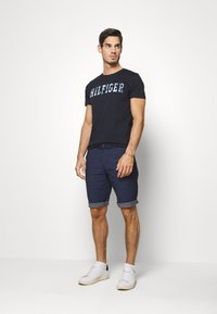 Tommy Hilfiger - FLORAL TEE - T-shirt z nadrukiem - blue - 1