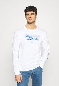 Levi's® - GRAPHIC TEE UNISEX - Maglietta a manica lunga - white - 0