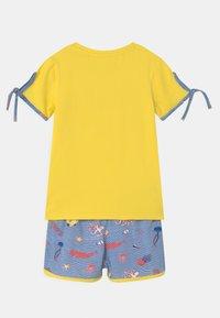 Lemon Beret - SMALL GIRLS SET - Print T-shirt - celandine - 1