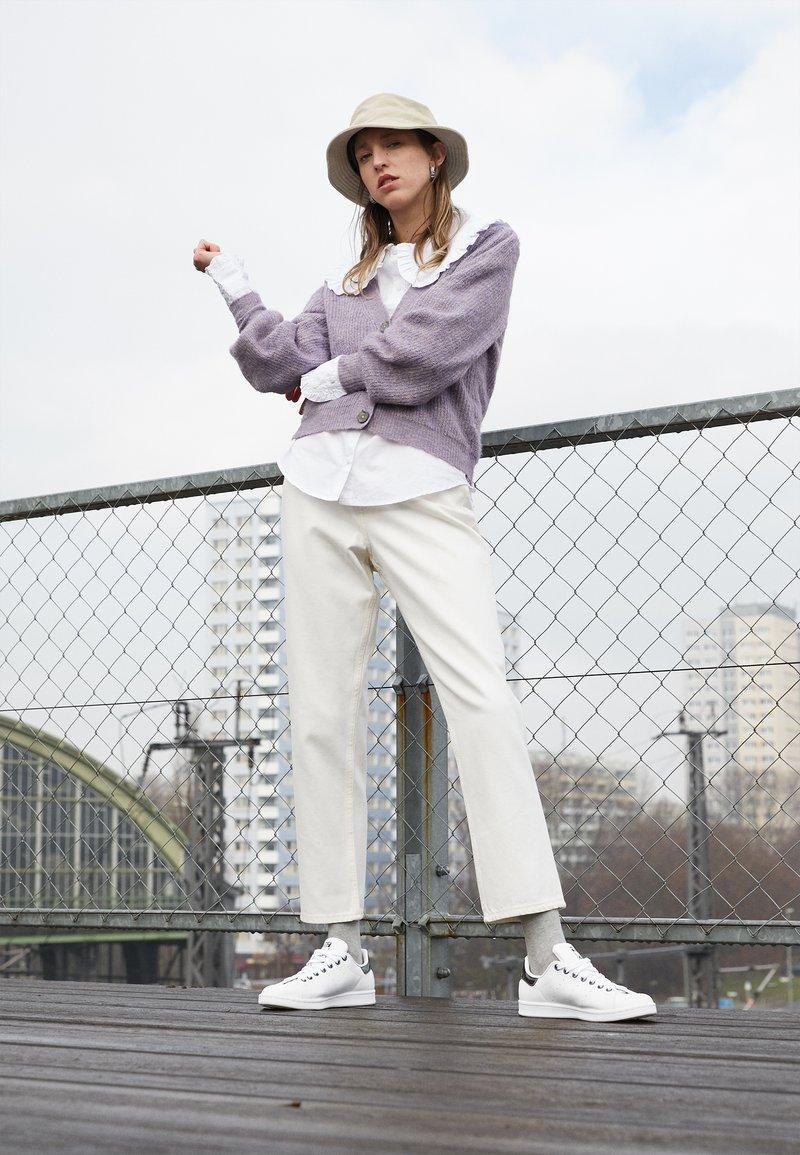 adidas Originals - STAN SMITH  - Tenisky - footwear white/core black/trace grey metallic