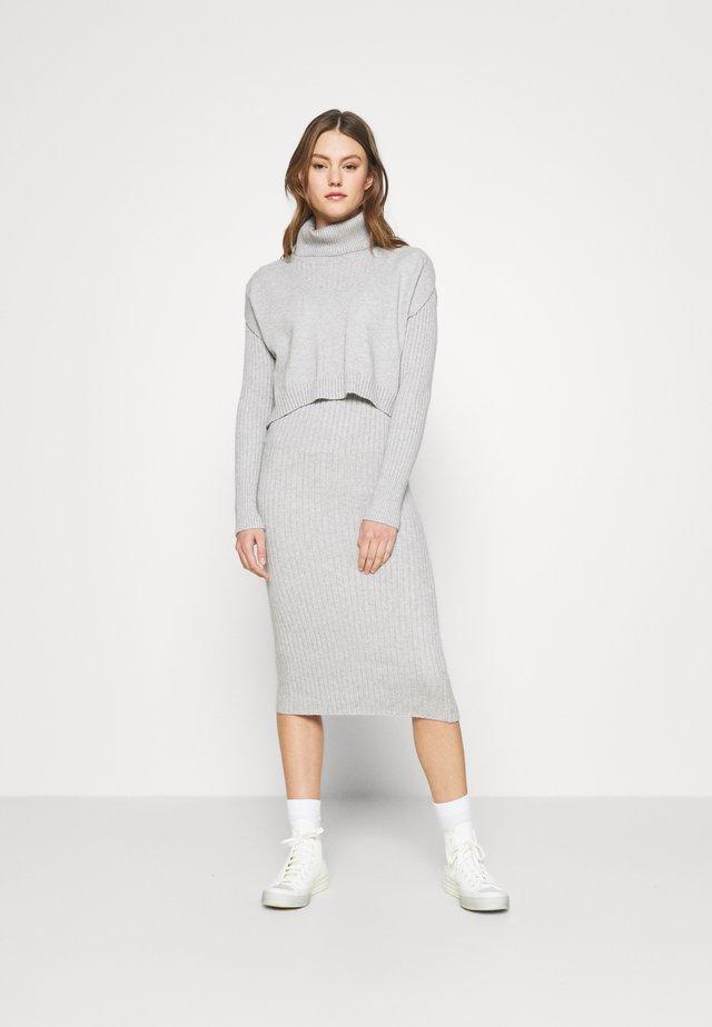 2-IN-1 - Jumper dress - grey light