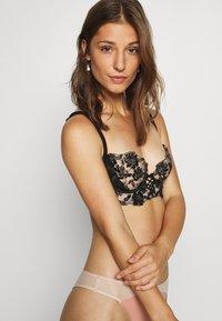 Ann Summers - CECELIA NON PAD BRA - Podprsenka skosticemi - nude/black - 3
