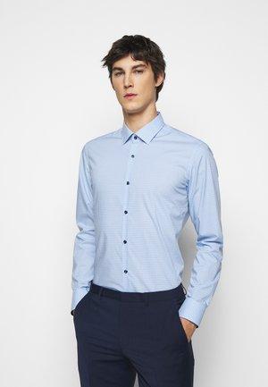 KOEY  - Shirt - light pastel blue