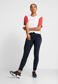 Tommy Sport - BOXY SHORT SLEEVE - Camiseta estampada - red - 1