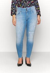 ONLY Carmakoma - CARANNABEL - Jeans Skinny Fit - medium blue denim - 0