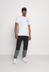 Obey Clothing - EYES ICON - Printtipaita - white - 1
