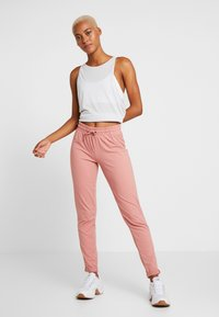 ONLY Play - ONPJAVA LOOSE PANTS - Pantalones deportivos - dusty rose - 1