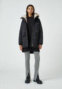 PULL&BEAR - Zimní kabát - black - 1