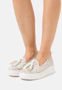 Wonders Green - Platform heels - blanco - 0