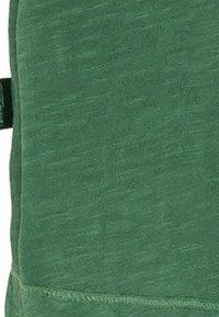 camel active - MIT BRUSTTASCHE AUS ORGANIC COTTON - Basic T-shirt - jungle green - 7