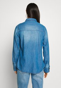 Cotton On - Button-down blouse - mid blue wash - 2