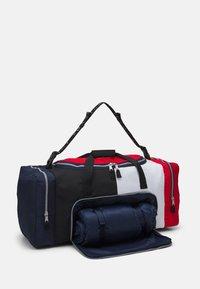 Tommy Jeans - OVERSIZE HERITAGE DUFFLE - Weekendbag - blue - 2