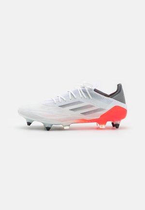 X SPEEDFLOW.1 SG - Voetbalschoenen met metalen noppen - footwear white/iron metallic/solar red