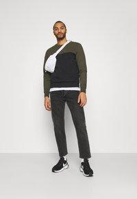 Calvin Klein - COLOR BLOCK - Sweatshirt - green - 1