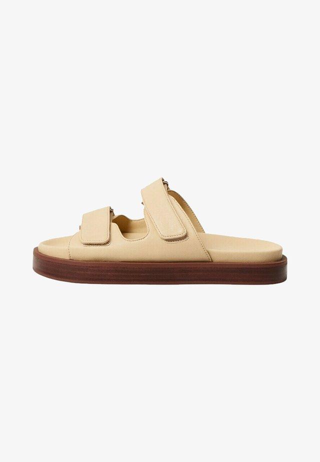Pantofle - ecru
