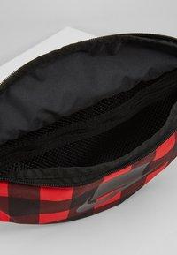 Nike Sportswear - HERITAGE HIP PACK PLAID - Vyölaukku - black/gunsmoke - 4