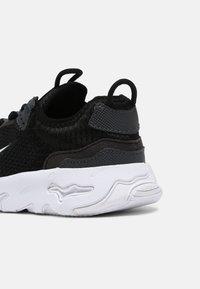 Nike Sportswear - RT LIVE UNISEX - Trainers - black/white/dark smoke grey - 4