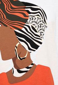 TOM TAILOR - FRONTPRINT OVERSIZED - Print T-shirt - whisper white - 5