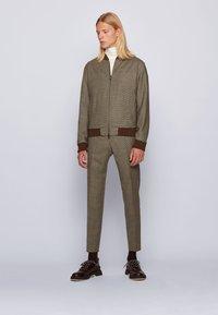 BOSS - BARDON - Pantalon classique - khaki - 1